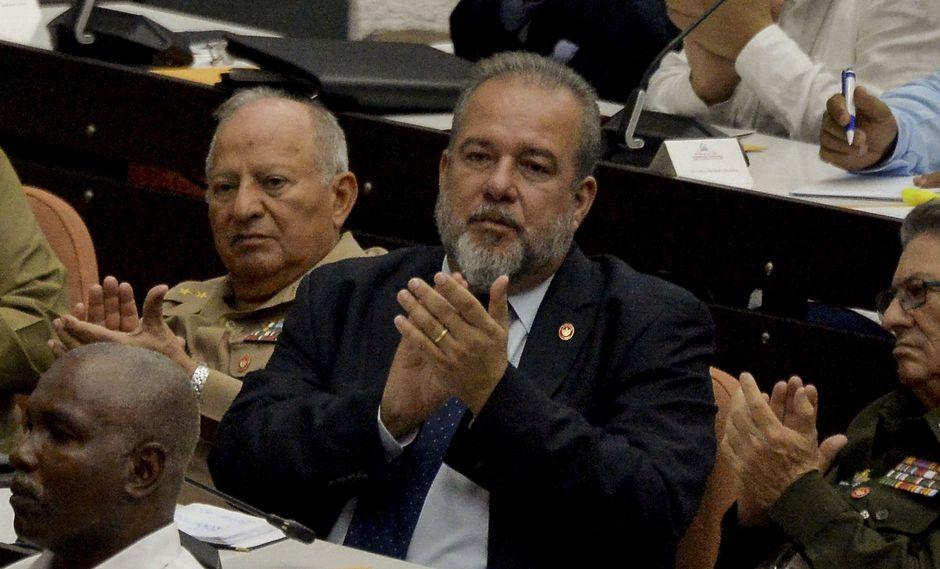 Manuel Marrero (al centro) es el nuevo priemr ministro de Cuba. (Photo by YAMIL LAGE / AFP).