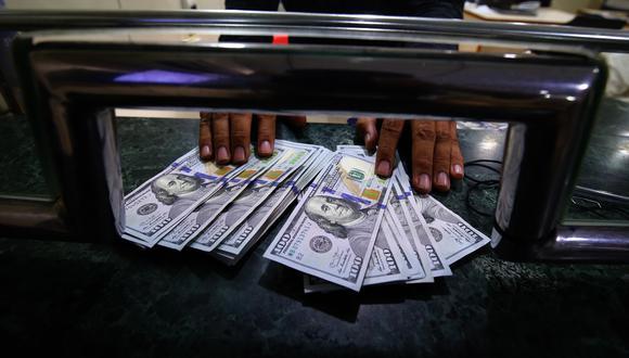 En el mercado paralelo o casas de cambio de Lima, el tipo de cambio del dólar se cotiza a S/3,420. (Foto: GEC)