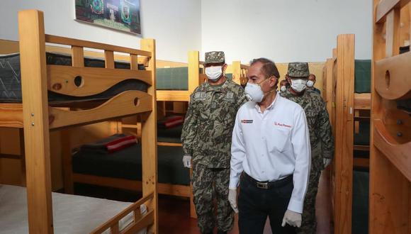 El ministro de Defensa, Walter Martos, aseguró que militares y policías están actuando respetando los derechos de los ciudadanos. (Foto: Difusión)