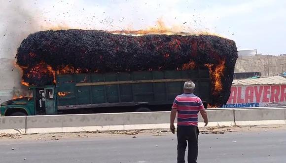 La Libertad: Camión es incendiado tras enfrentamiento entre protestantes y policías (Foto: difusión)
