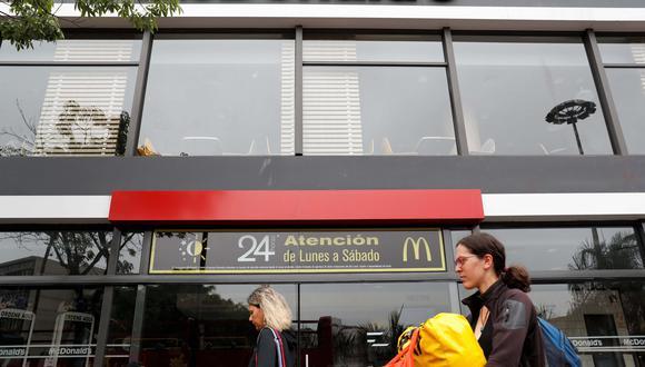 Sigue sin actividad el restaurante McDonald's del Óvalo de Miraflores. (Foto referencial: EFE)