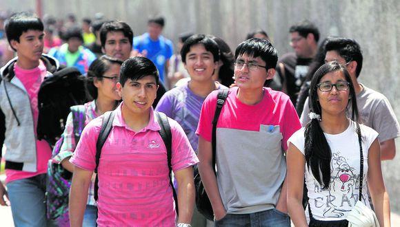 Las matrículas caerían en un 35% al cierre del 2020 respecto a las registradas a inicios de año por la crisis económica. (Foto:Víctor Gonzales Vera / Archivo)