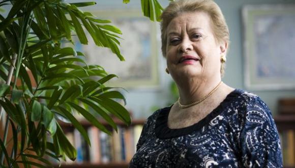 """Martha Hildebrandt: el significado de """"tirar contra"""""""