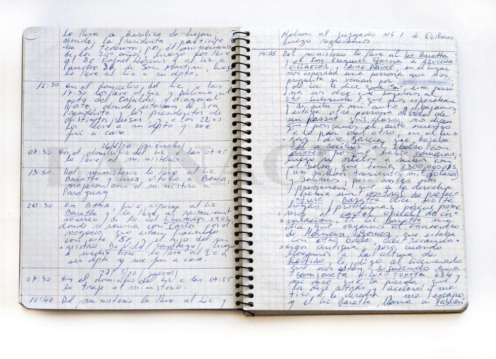 """Este es uno de los cuadernos obtenidos por el diario """"La Nación"""" donde el chofer Oscar Centeno detallaba las entregas de dinero."""