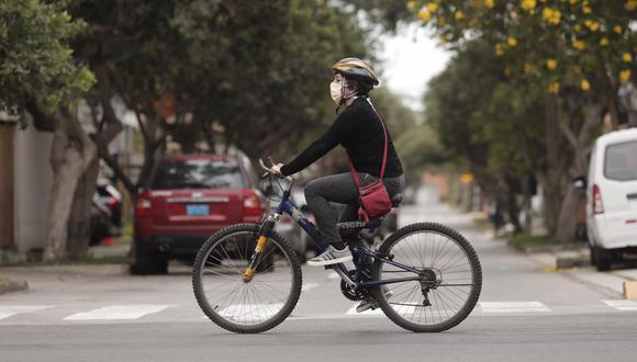 Ciclistas también pueden salir siempre y cuando no realicen actividades recreativas. (Foto: Leandro Britto/Gec)