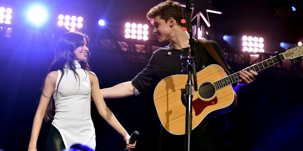 Los seguidores de ambos cantantes están a la espera que confirmen su relación. (Foto: AFP)