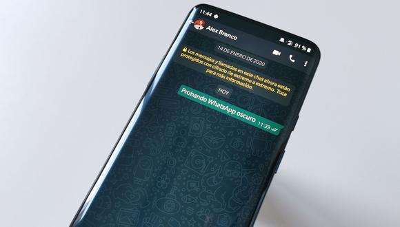"""WhatsApp se actualiza y trae nuevos fondos de pantalla basados en el """"modo oscuro"""". (Foto: WhatsApp)"""
