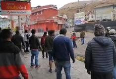 La Oroya: policías desbloquean tramo de la Carretera Central en Marcavalle para el paso de vehículos