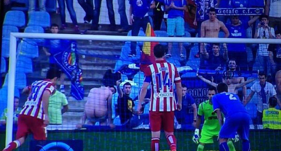 Hincha distrajo a Diego Costa para que falle este penal