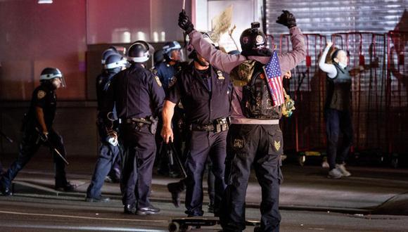 Policía de Nueva York y manifestantes. (Foto: EFE)