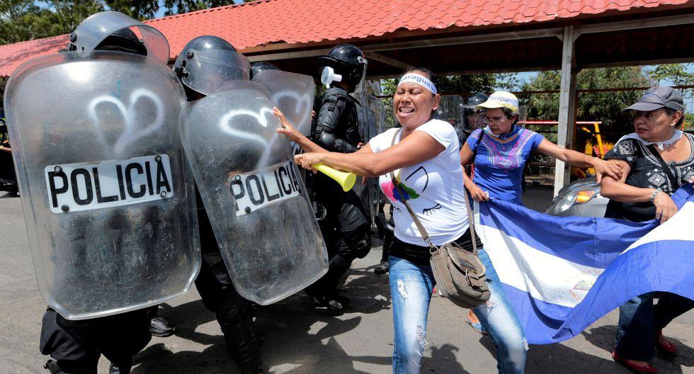 """La policía achacó el ataque a """"grupos violentos que se habían convocado a una marcha llamada pacífica"""", versión que fue rechazada por los organizadores, así como por los familiares de la víctima. (Reuters)."""