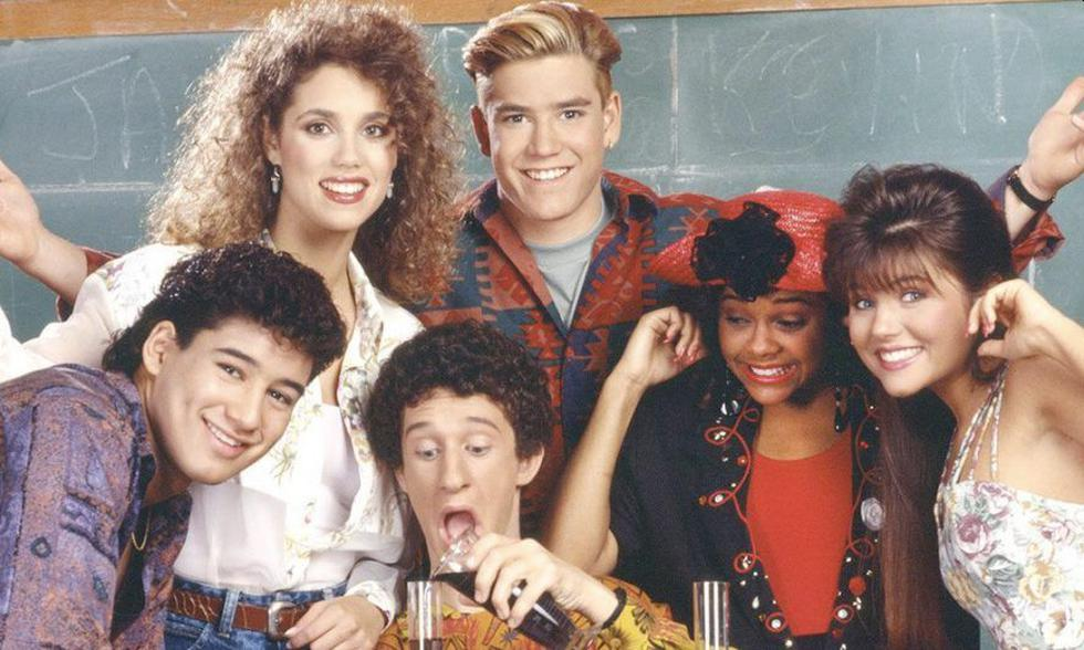 'Salvados por la campana', la serie estadounidense estrenada a finales de la década de los 80 cuenta la historia de seis muchachos en el colegio Bayside.