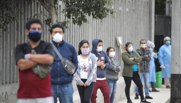 Número de personas infectadas con COVID-19 subió este martes. (Foto: Britanie Arroyo/GEC)