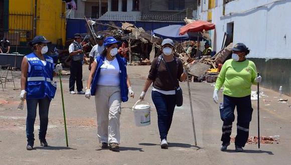 Continúa remoción de escombros en ex mercado La Parada
