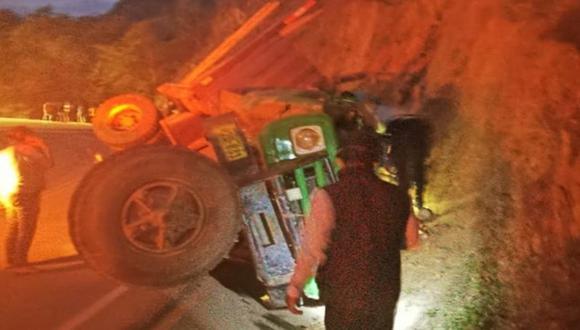 Piura: Chofer de camión falleció al chocar violentamente contra un cerro en Huancabamba.