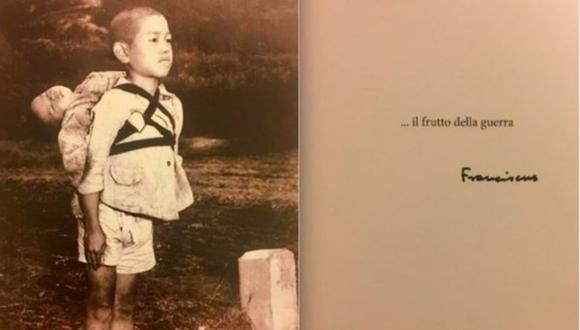 """Fotografía elegida por el Papa Francisco como postal de fin de año. Al reverso, la frase """"el fruto de la guerra"""" seguida de su firma."""