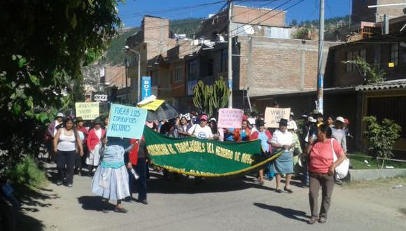 Ayacuchanos protestan contra rector universitario