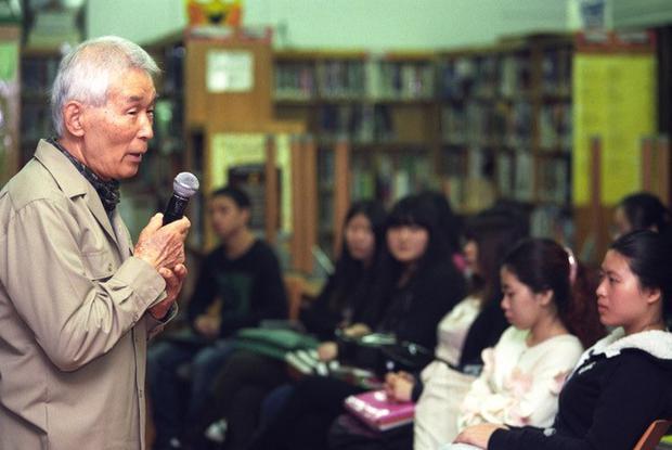Yasuaki Yamashita during a talk at a school in New York.