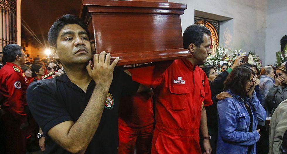 El velatorio de los tres bomberos fallecidos en incendio - 7