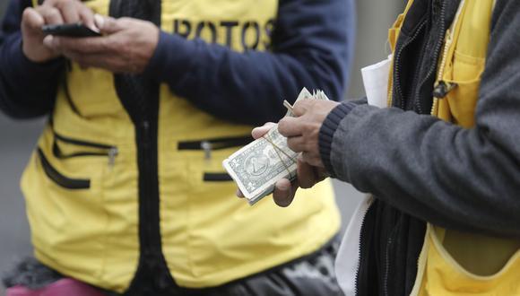 En el mercado paralelo o casas de cambio de Lima, el tipo de cambio se cotiza a S/4,090 la compra y S/4,125 la venta de cada dólar. (Foto: Cesar Campos / GEC)