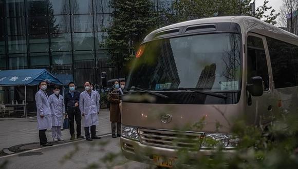 Médicos chinos acompañan al equipo de la OMS que investiga el origen del coronavirus en Wuhan. (EFE / EPA / PILIPEY ROMANO).