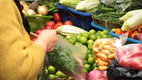 Peruanos se mostraron preocupados por el alza de precios de los alimentos de primera necesidad. (Foto: GEC)