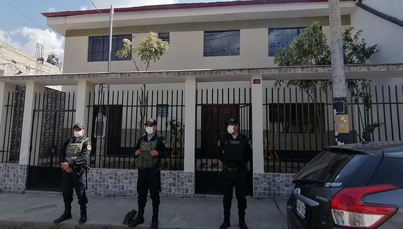 Desde temprano, un grupo de 16 fiscales y 50 agentes policiales se desplazaron hasta los inmuebles ubicados en Abancay, Andahuaylas, Cusco y Lima. (Foto: Carlos Peña)