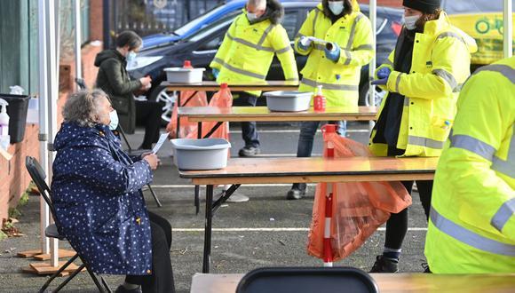 """Reino Unido detecta los primeros 6 casos de la """"muy contagiosa"""" variante de Manaos del coronavirus. (Foto: Paul ELLIS / AFP)."""