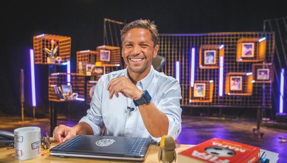 El periodista deportivo ha construido una carrera de 30 años en el medio. Acaba de estrenar la cuarta temporada de 'Al Ángulo', por Movistar Deportes. (Foto: Allen Quintana/GEC)