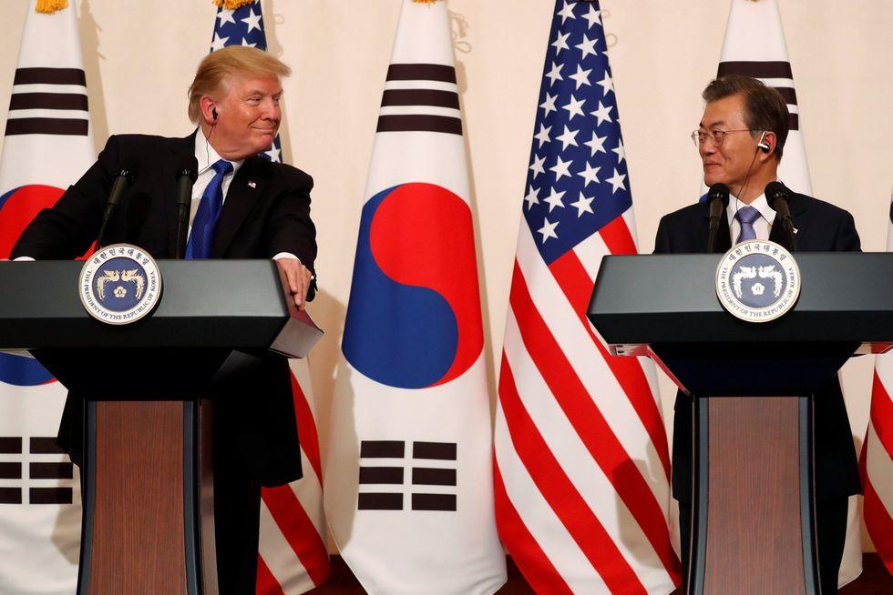 El presidente de los Estados Unidos, Donald Trump y el presidente de Corea del Sur, Moon Jae-in, celebran una conferencia de prensa conjunta en Seúl. (Foto: Reuters)