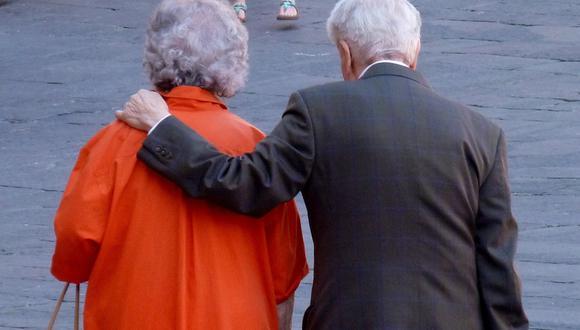 Un anciano le dedicó un romántico mensaje a su esposa. (Foto referencial: wurliburli / Pixabay)