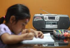 """Educación ante la pandemia: Conectividad en regiones y acceso a equipos limitan programa """"Aprendo en casa"""""""
