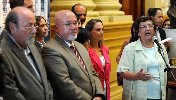 Presentan 10 mil firmas en el Congreso para apoyar unión civil