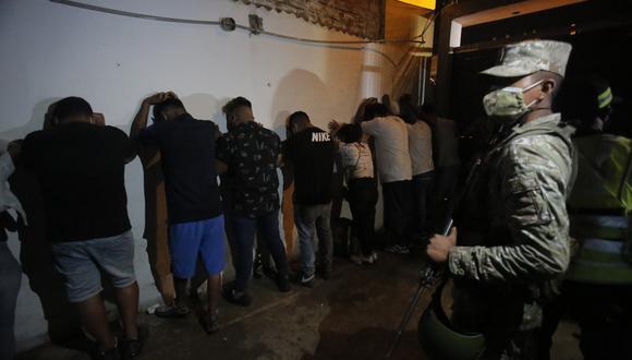 Una de las intervenciones en una de las denominadas fiestas COVID-19 en un distrito de Lima, región con la mayor cantidad de personas detenidas en estas reuniones sociales. (Foto: Referencial/Archivo GEC)