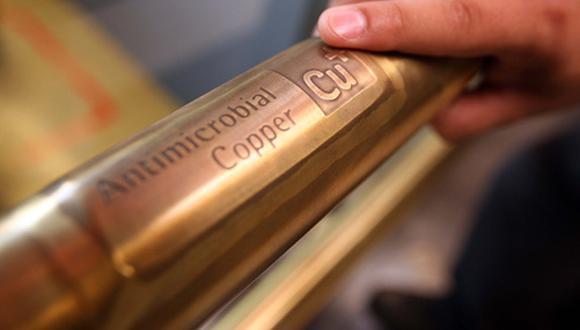 Precio del cobre se ubica en US$7.322 y se aleja de cotizaciones récord