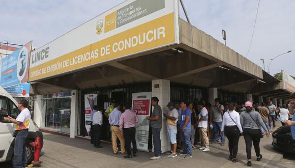En tiempos de pandemia, el trámite para obtener una licencia de conducir ha variado a fin de evitar los contagios por coronavirus. (Foto: Manuel Melgar / GEC)