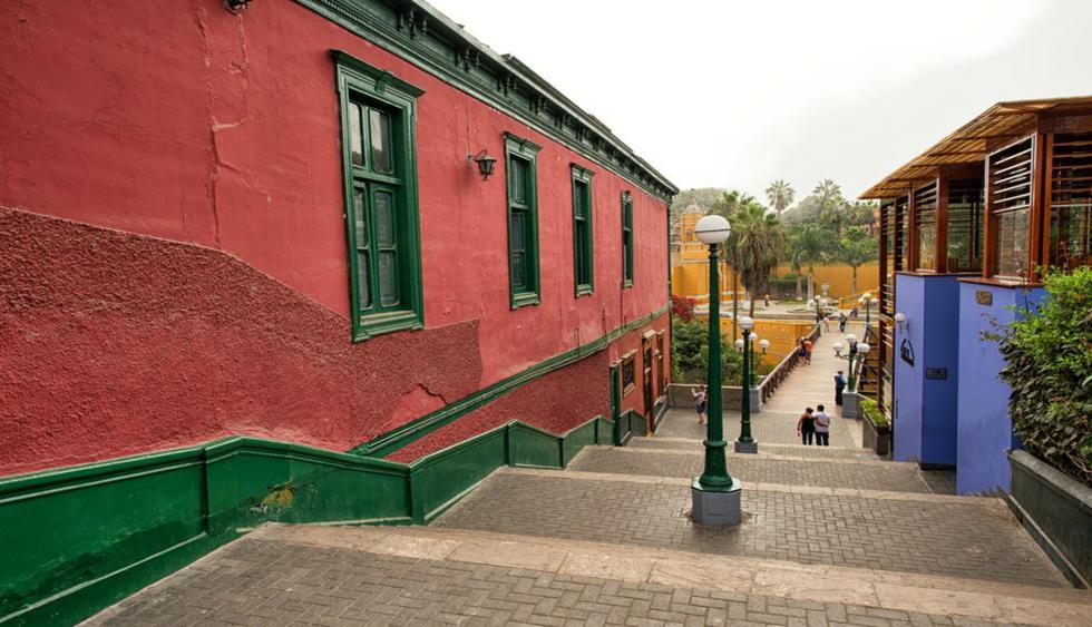 En Barranco, distrito de artistas, las casonas, las alamedas y la plaza central, son las protagonistas.  Foto: Shutterstock.