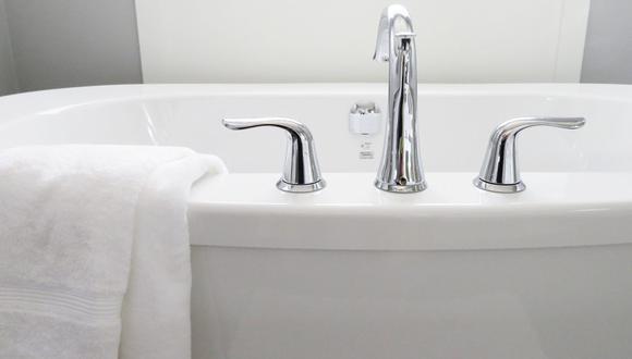 La acumulación de jabón, shampoo y otros productos deja una capa de sarro en la bañera que es fácil de quitar con trucos caseros. (Foto: ErikaWittlieb / Pixabay)