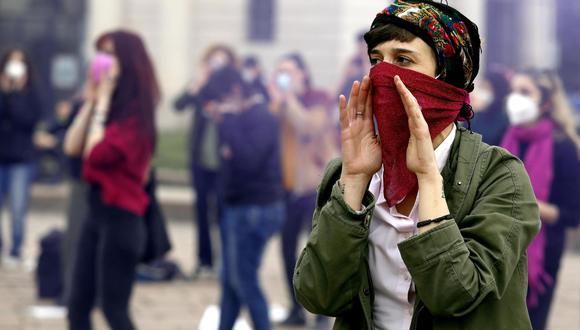 Manifestantes de Ni Una Menos reunidas en Estambul. EFE