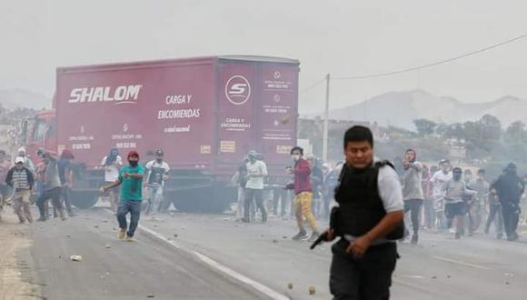 Esta fotografía tomada por el reportero gráfico Larry Campos puso en evidencia el uso de armas letales en las protestas en Virú