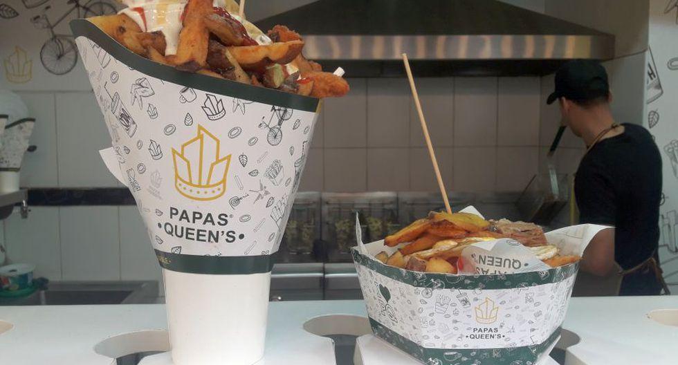 Un snack de papas fritas con pollo broster, y un box de papas fritas con huevo frito y chancho a la caja china.