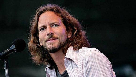 Pearl Jam: Cantante Eddie Vedder interrumpe su concierto para frenar agresión a mujer (VIDEO)