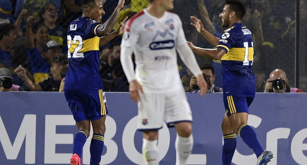 """Argentina's Boca Juniors midfielder Eduardo Salvio (R) celebrates with teammate forward Sebastian Villa (L) after scoring a goal against Colombia's Independiente Medellin during the Copa Libertadores group H football match at the """"La Bombonera"""" stadium in Buenos Aires, Argentina, on March 10, 2020. / AFP / JUAN MABROMATA"""