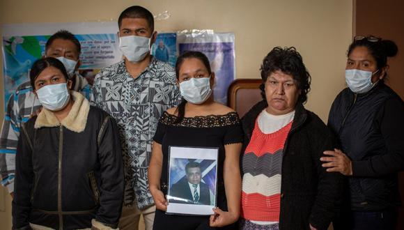 Familia Juárez. Jessica Juárez acompañada de toda su familia aún no supera el dolor del fallecimiento de su padre Benigno Juárez. (Foto: Fernando Sangama)