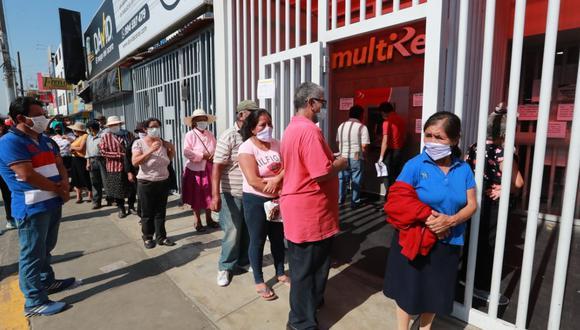 Además de los principales bancos, recomiendan que utilicen las agencias de las tiendas por departamento, las cajas municipales, rurales, entre otros. (Foto: Lino Chipana)
