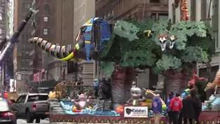 Atípico desfile de Acción de Gracias recorre Nueva York pese a la pandemia por COVID-19