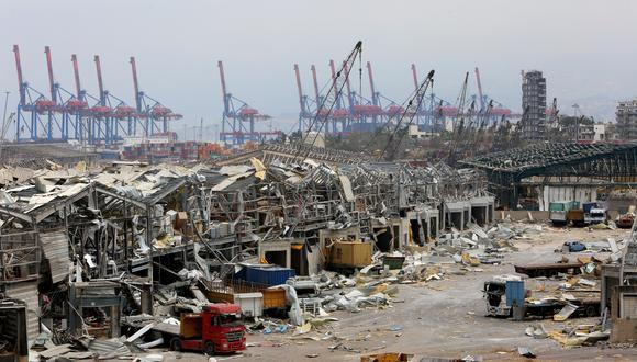 El puerto de Beirut ha quedado destruido tras la detonación de casi 3 mil toneladas de nitrato de amonio. La carga explosiva se quedó almacenada durante seis años. (Reuters)