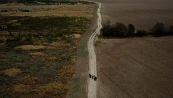 Aproximadamente nueve de cada 10 personas atrapadas cruzando la frontera en junio eran adultos solteros. (Foto: Reuters)