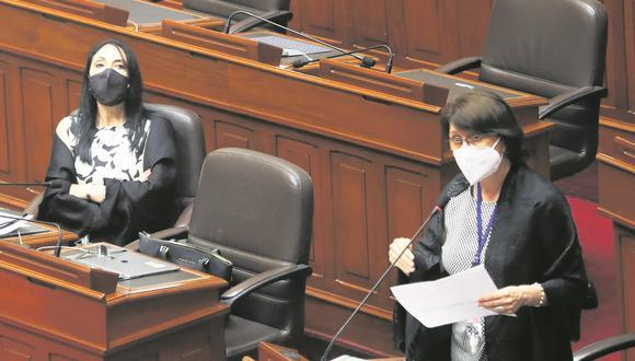 Las exministras Pilar Mazzetti y Elizabeth Astete fueron inhabilitadas por el Congreso. (Foto: Congreso de la República)