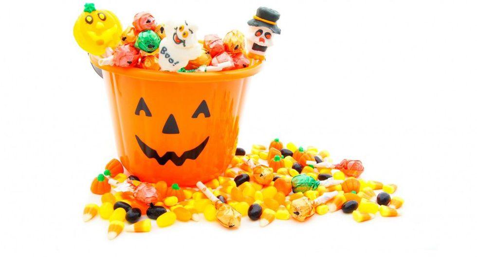 Recomiendan a padres de familia optar por snacks saludables como frutas y jugos naturales para la noche de Halloween.